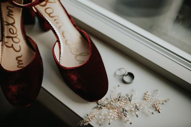 Oh hello gorgeous details that I want to stare at forever! 😍 . . . . . . . . . . . . #washingtonweddingphotographer #washingtonwedding #washingtonbride #elopementphotographer #elopement #heyheyhellomay #engaged #weddingplanning #isaidyes #olympiawaweddingphotographer #olywa #seattleweddingphotographer #seattlebride #pnwwedding #anthropologie #bhdln #untraditionalwedding #unpluggedwedding #weddingideas #weddinginspo #junebugweddings #theknot #firstlook #goldenlovestories #ballard