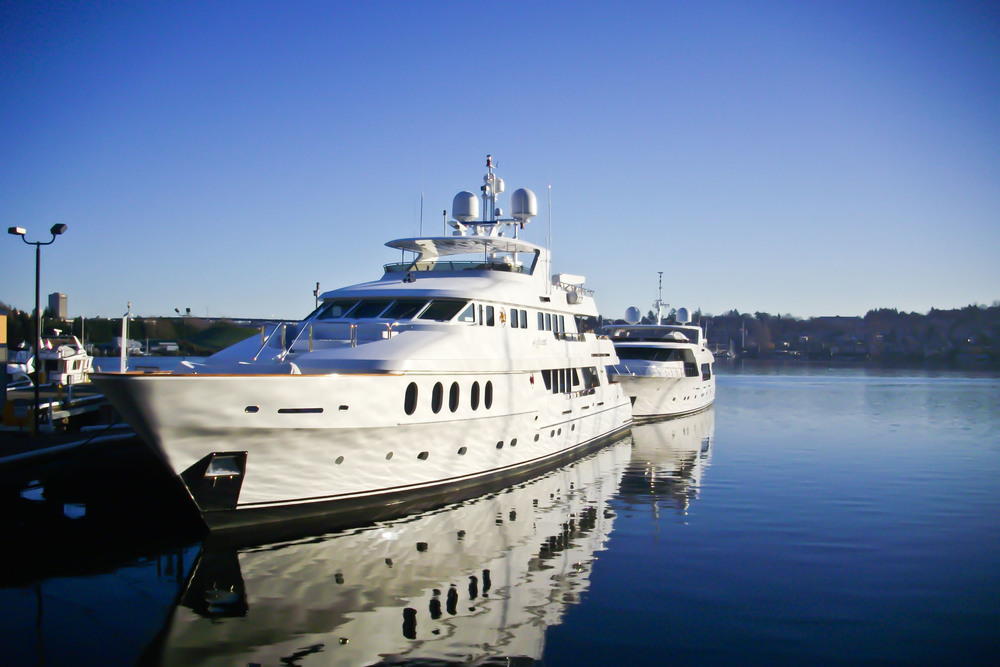 superyacht_boat_on_water