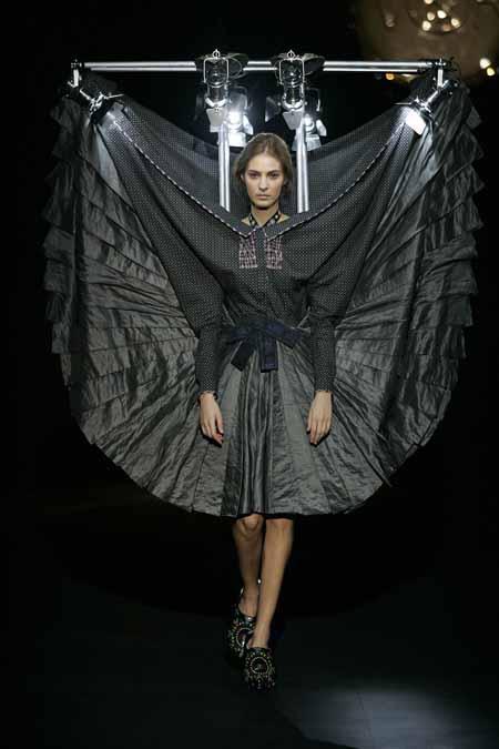 3-00000ff4d-af9b_11.-Viktor-Rolf---The-fashion-Show.jpg