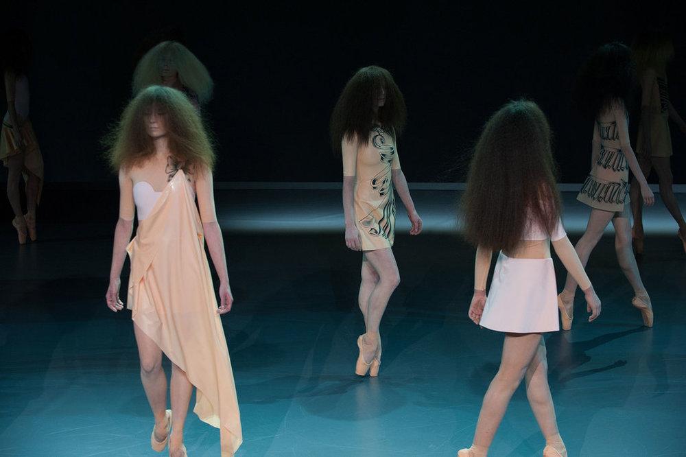Viktor-Rolf-Haute-Couture-Spring-2014.jpg