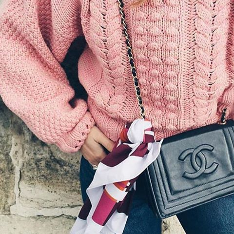 Chunky pink sweaters and a classic Chanel bag for next season ✨ #fw16 #fall16 #wintertrends #style #trends #classic #chunky #knits #instafashion #ootd #outfit #wvf #dubai
