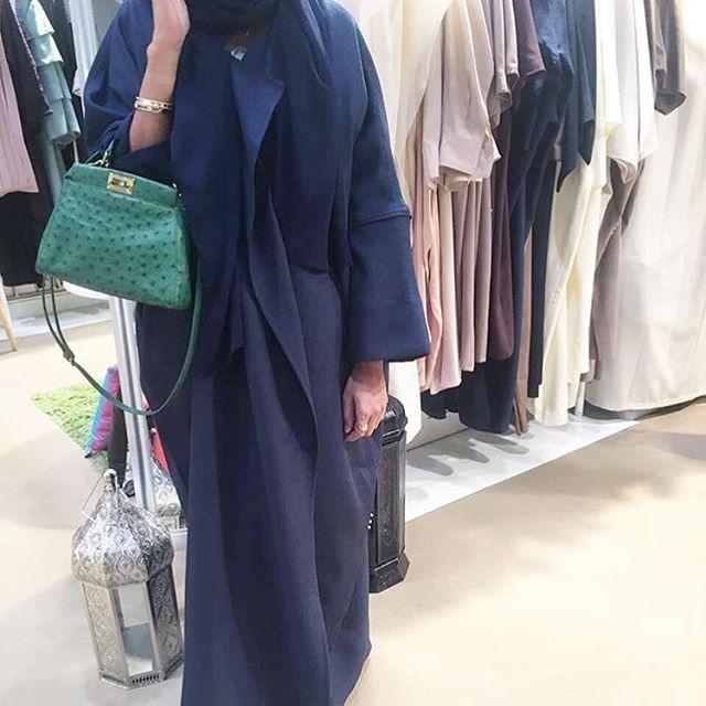 A minimalistic approach to a structural  abaya by @epiphany.dubai #epiphany #abaya #designer #minimalist #style #trends #fendi #milan #bag #wvf #dubai