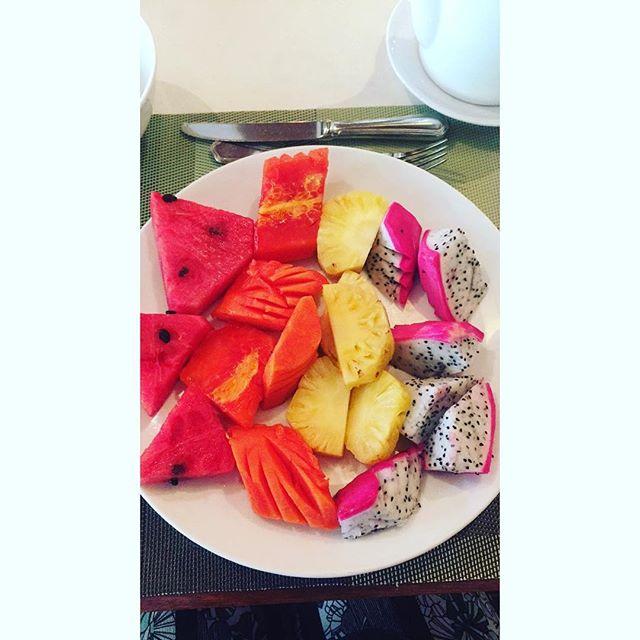 Start your morning right 🍉🍍 #goodmorning #morning #fruits #watermelon #pineapple #papaya #dragonfruit #tropical #tropicalfruits #phuket #thailand #WVFgoestophuket