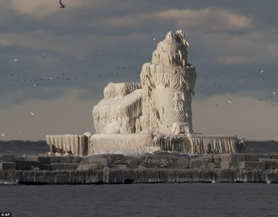 Erie Lighthouse turns to ice Dec. 2010 credit AP.jpg
