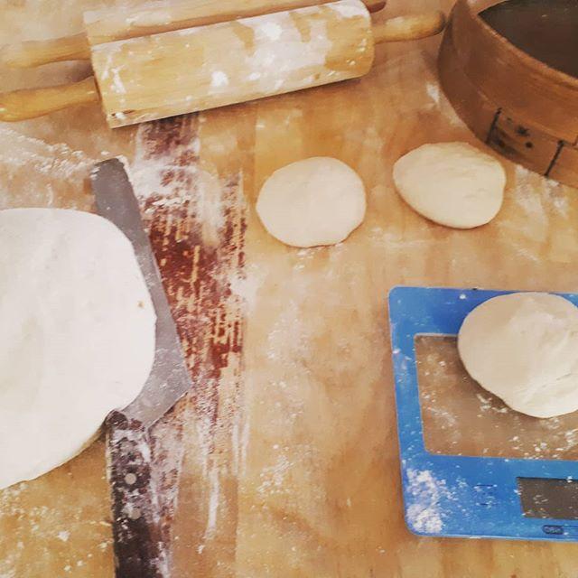 Ikväll och imorgon är det pizza på #Baka! Menyn  hittar ni på www.baka.ax kl 16:30-19:00 #makesundgreatagain #axgan  #mathantverk #surdeg