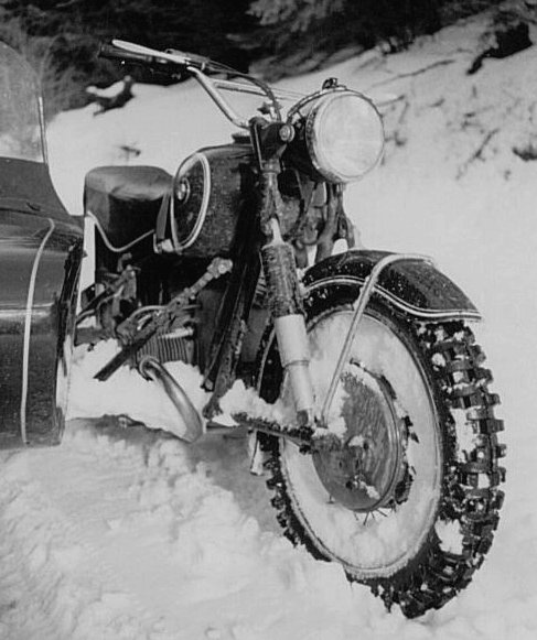 BMW-sidecar-in-snow-2.jpg