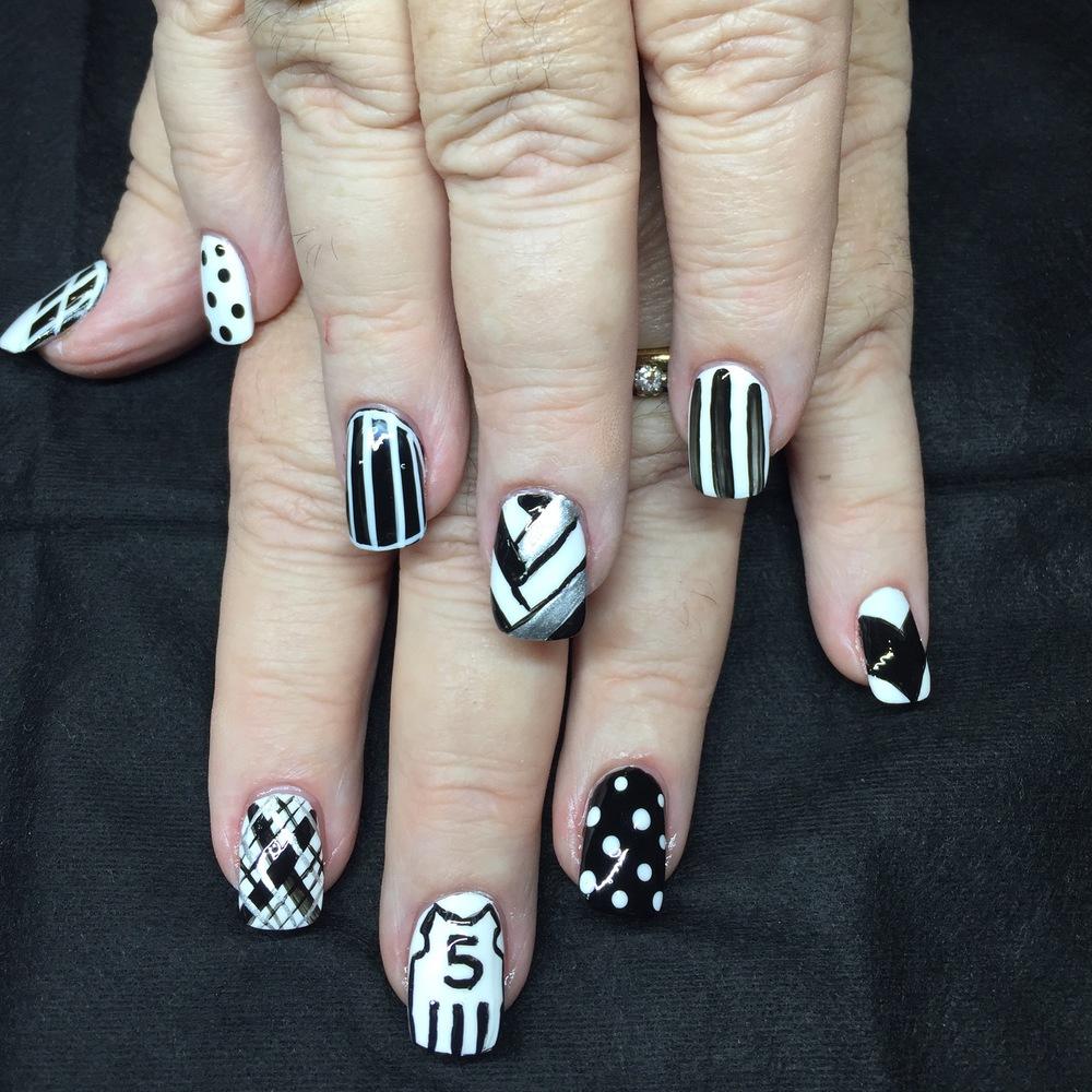 Collingwood Fan B&W nail art