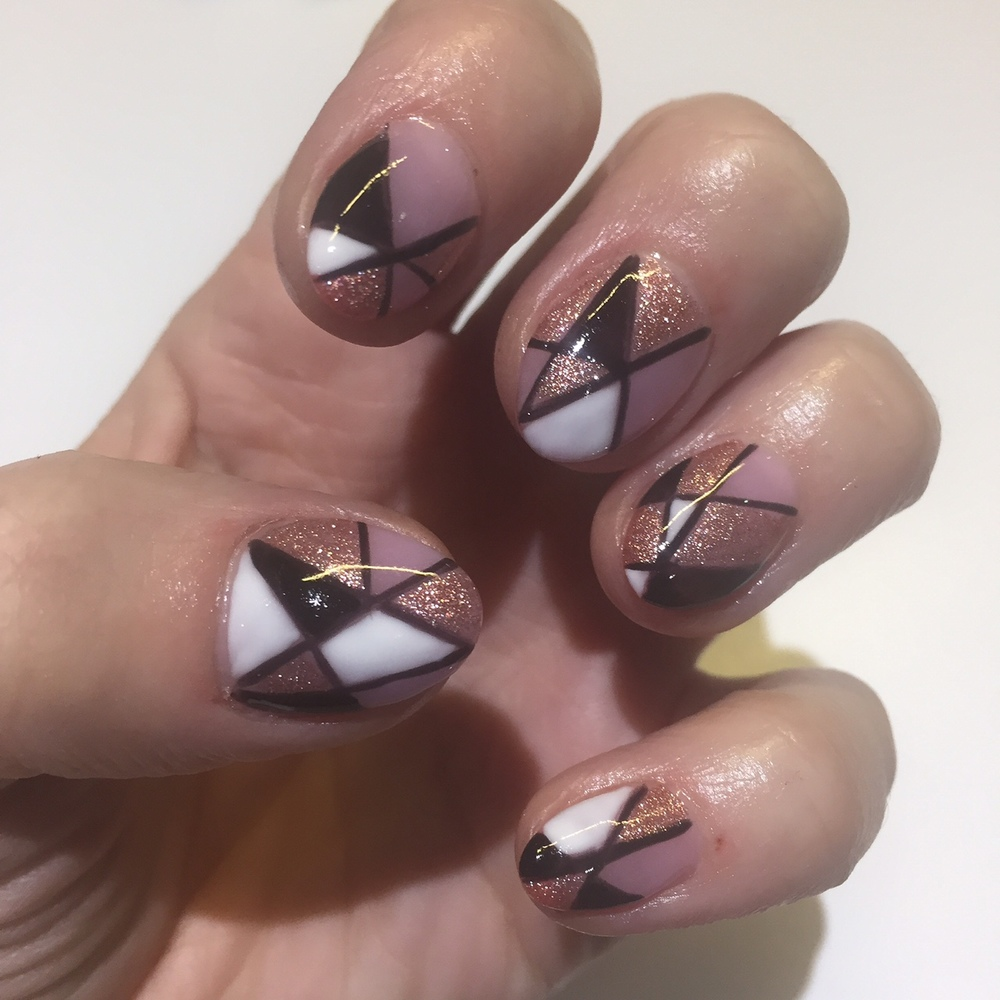 Short acrylic extensions with graphic lines and shapes