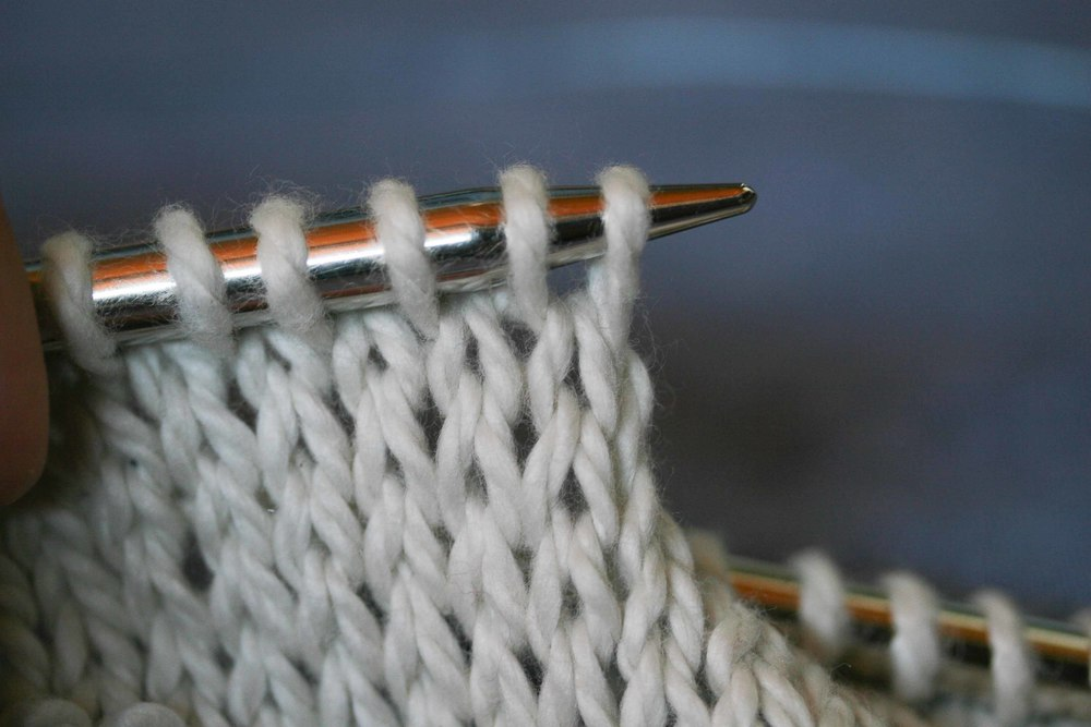You can see the V by looking at the row just below the stitches that are on the needle.