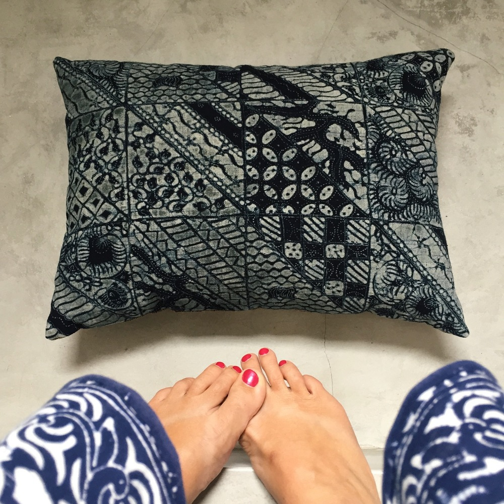 This cushion was from Jawa. The textile used in making this pillow cover is made from hands-on heirloom brown cotton and woven on a backstop loom by the community of weavers, Sekar Ayu, In Tuban Java. It is also naturally dyed.