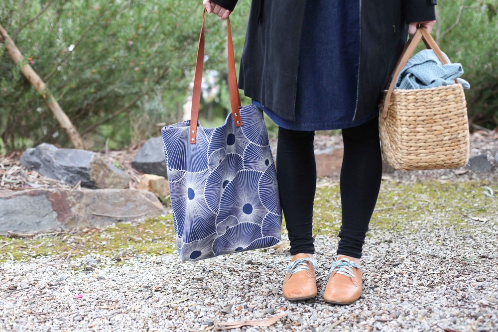 Outfit ala The Craft Sessions 2016 retreat. The Virginia Leggings by Megan Nielsen - and the Tote Bag - which is the Genoa Tote by Blogless Anna - were both made by Amy in a class taught by Anna Ng.