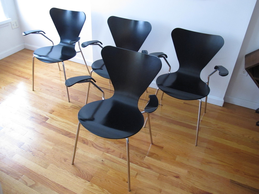 ITALIAN SERIES 7 CHAIRS AFTER  ARNE JACOBSEN