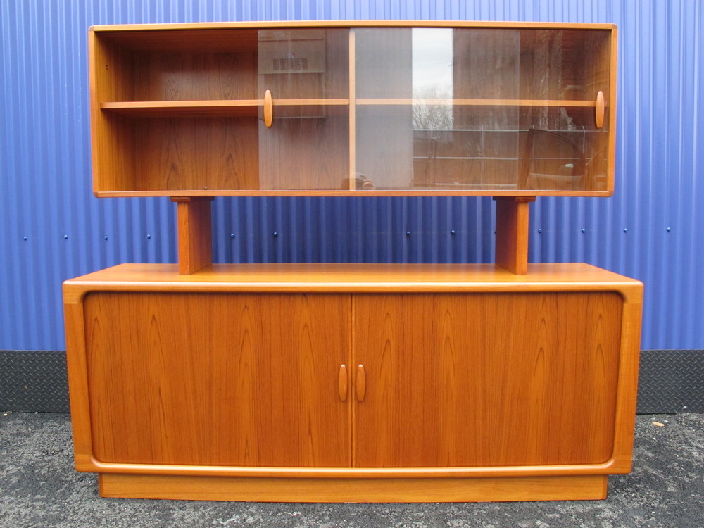 DANISH DYRLUND HUTCH