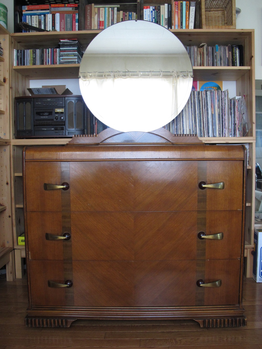 DECO DRESSER WITH MIRROR