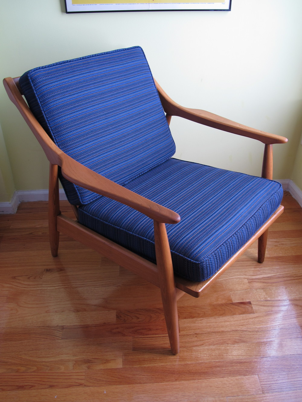 DANISH STYLE LOUNGE CHAIR