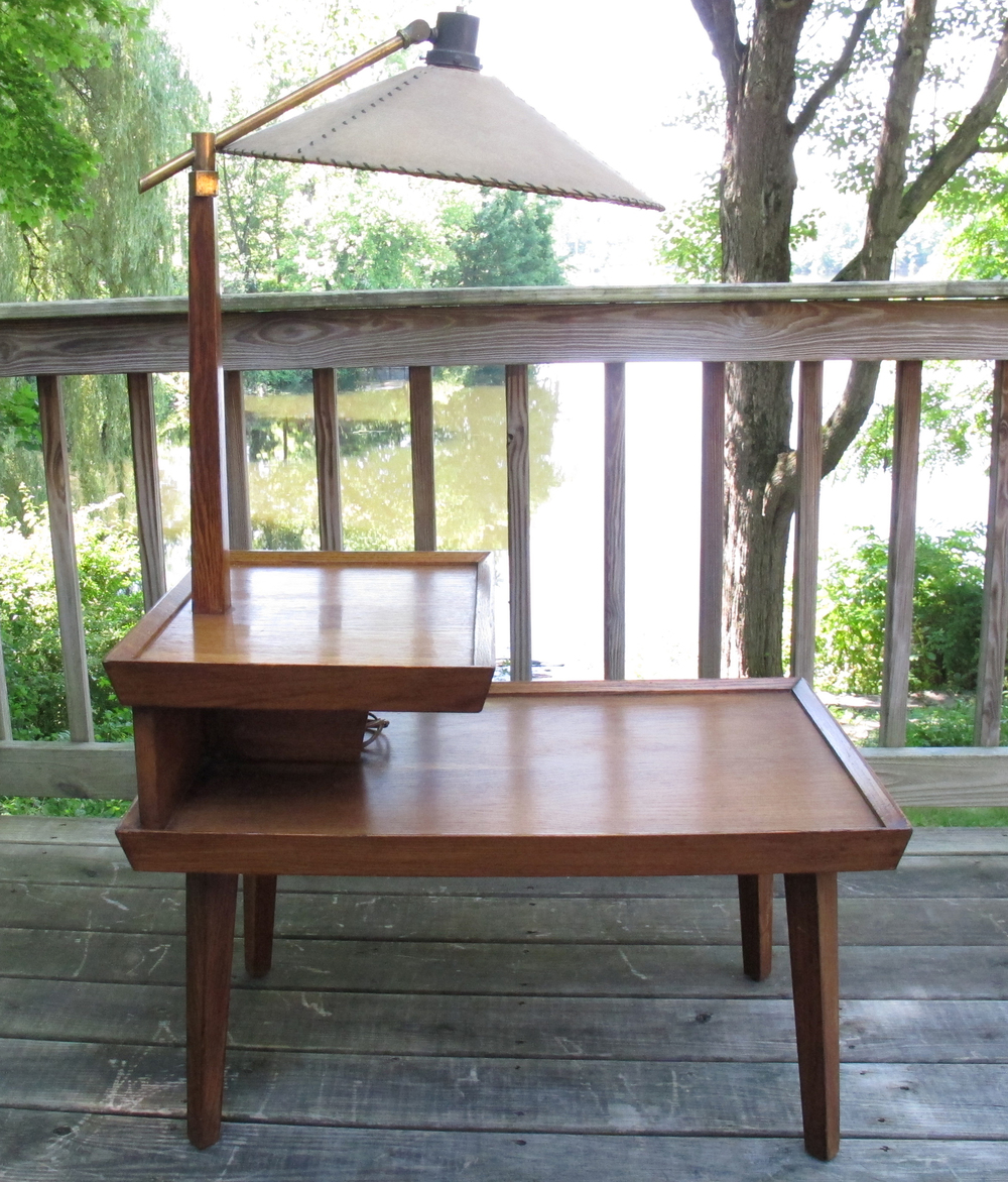 MID CENTURY TIERED END TABLE WITH LAMP
