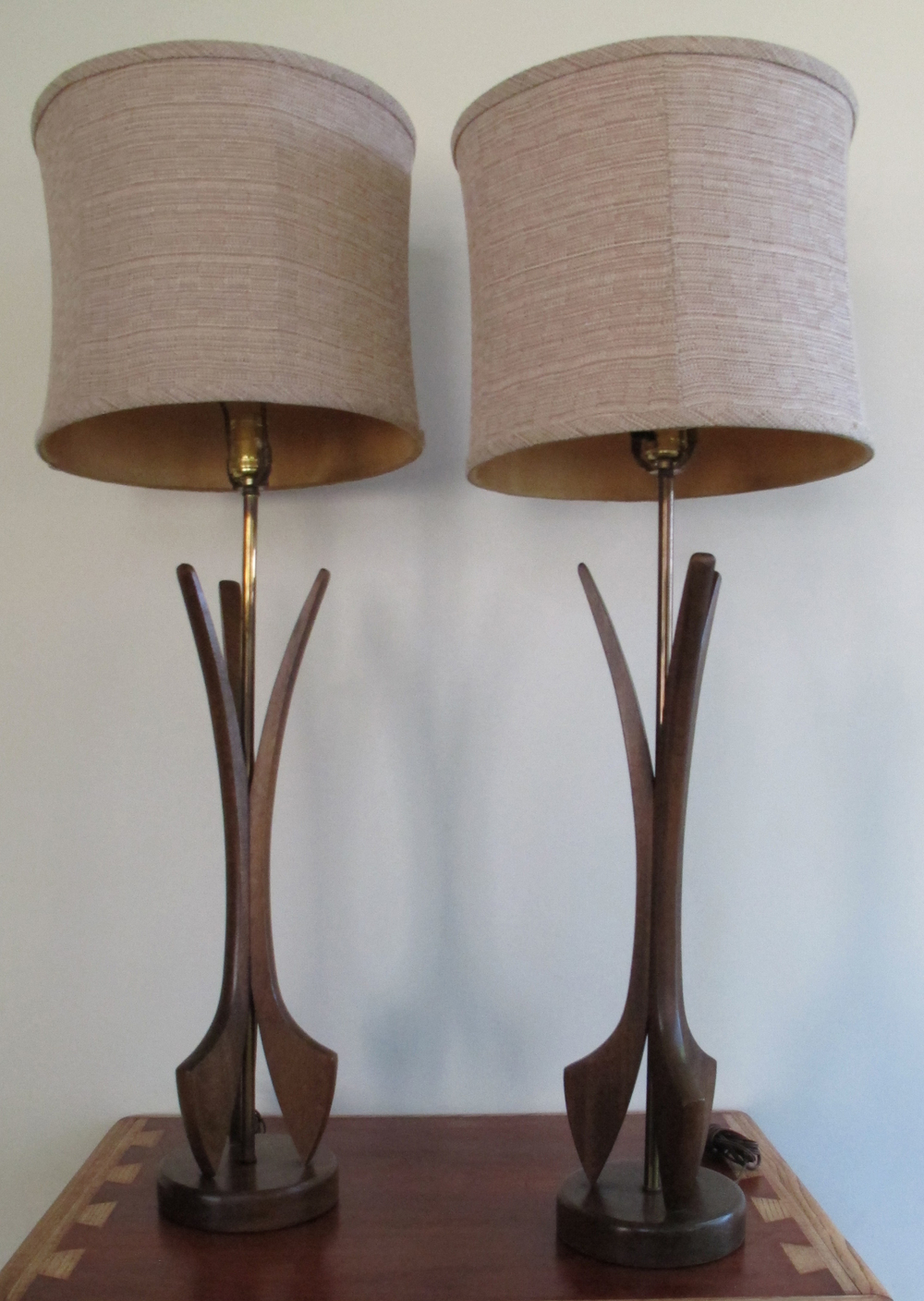 PAIR OF MID CENTURY SCULPTED WOOD LAMPS