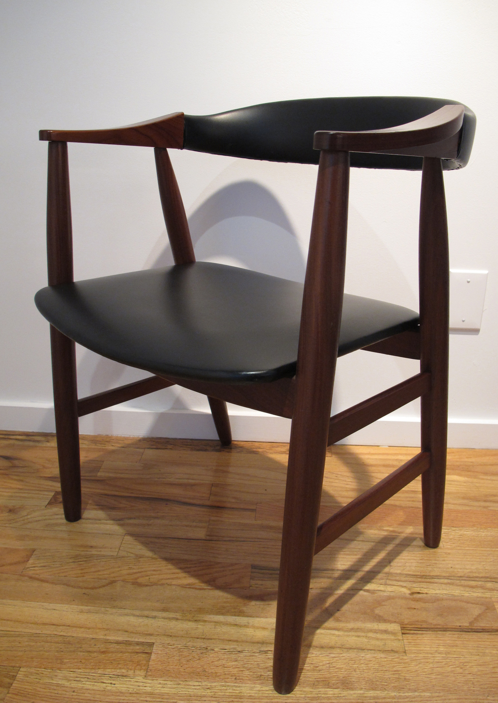 DANISH MODERN WALNUT ARMCHAIR AFTER ERIK KIRKEGAARD
