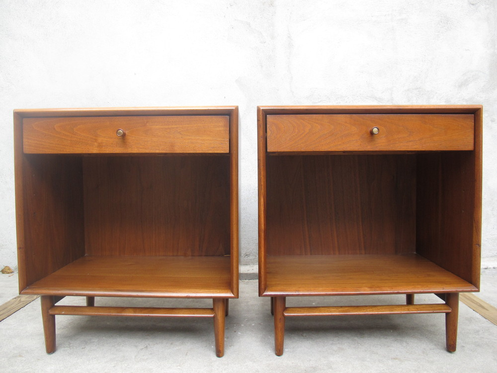 PAIR OF DREXEL PARALLEL WALNUT NIGHTSTANDS