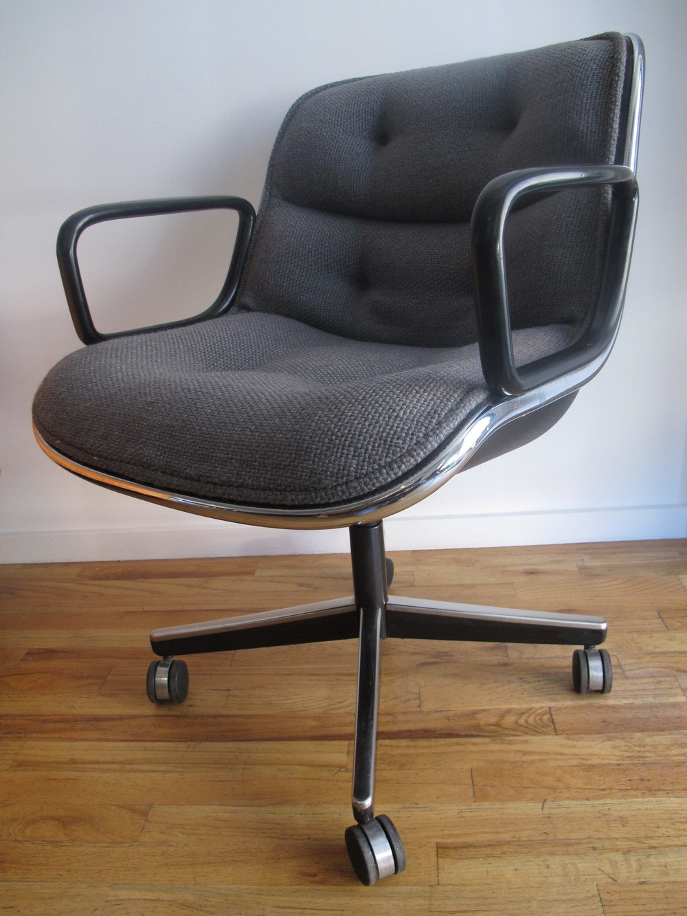 KNOLL EXECUTIVE SWIVEL ARMCHAIR BY CHARLES POLLOCK