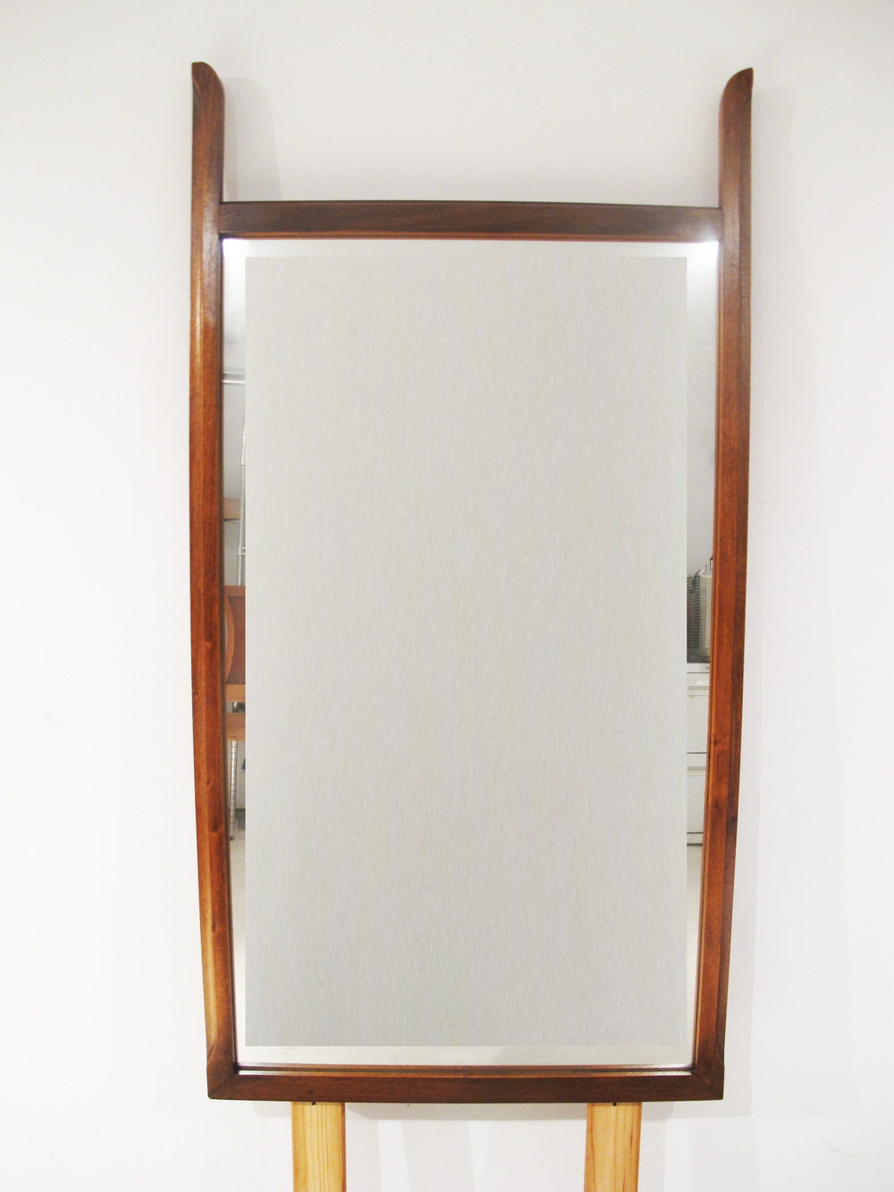 MID CENTURY MIRROR WITH SCULPTED FRAME