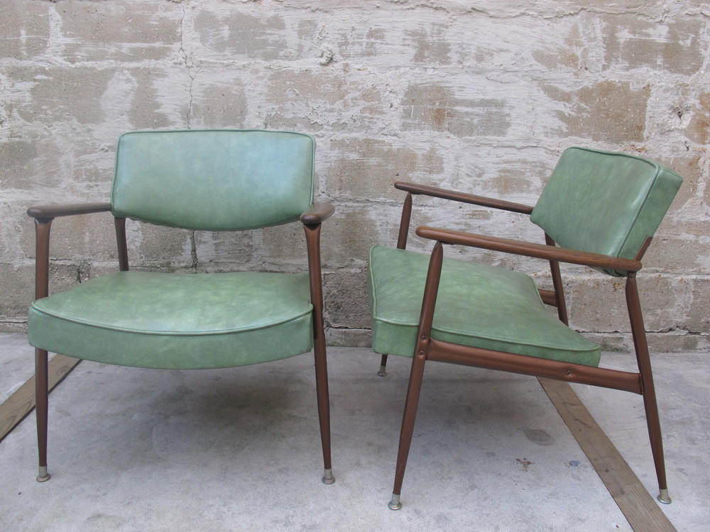 MID CENTURY GREEN VINYL AND ALUMINUM ARMCHAIRS