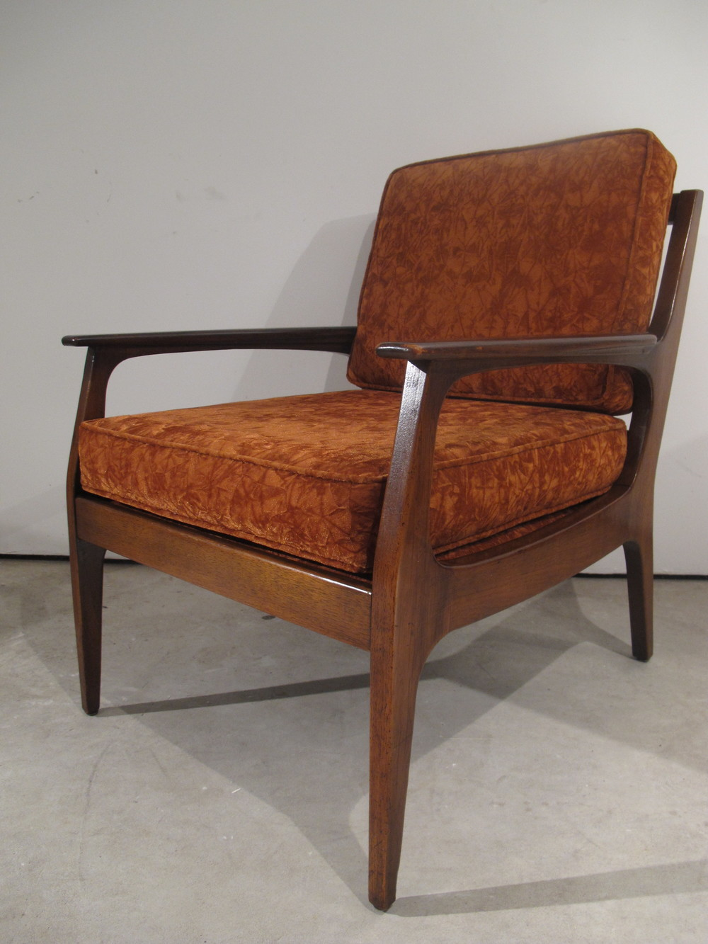 DANISH MODERN STYLE LOUNGE CHAIR