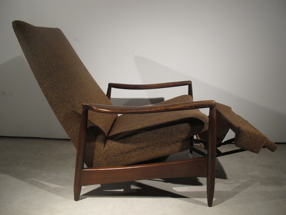 MID CENTURY RECLINER AFTER MILO BAUGHMAN FOR JAMES