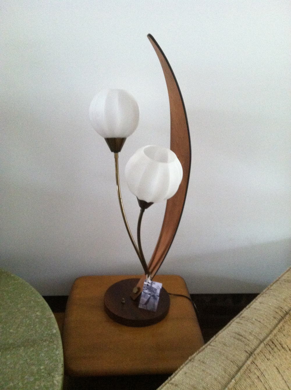 SCULPTED MID CENTURY BRASS & WOOD LAMP