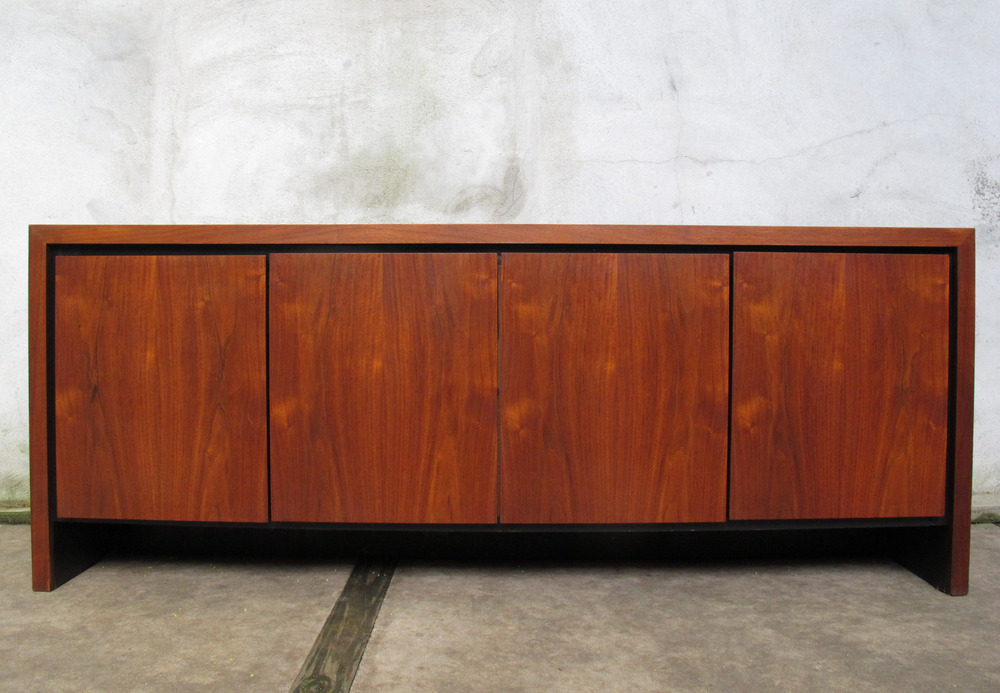 MID CENTURY WALNUT CREDENZA BY DILLINGHAM