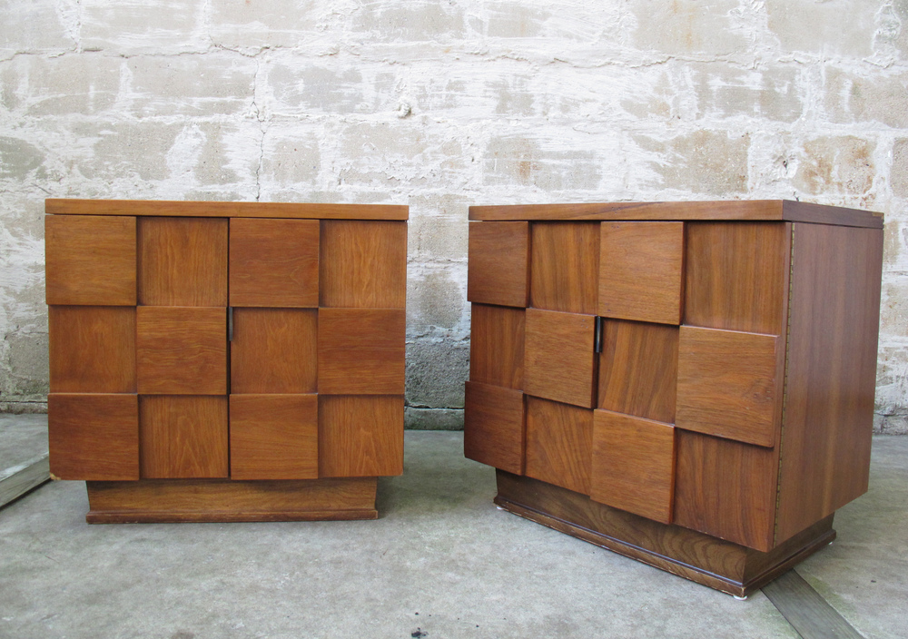 PAIR OF BRUTALISTS STYLE NIGHTSTANDS