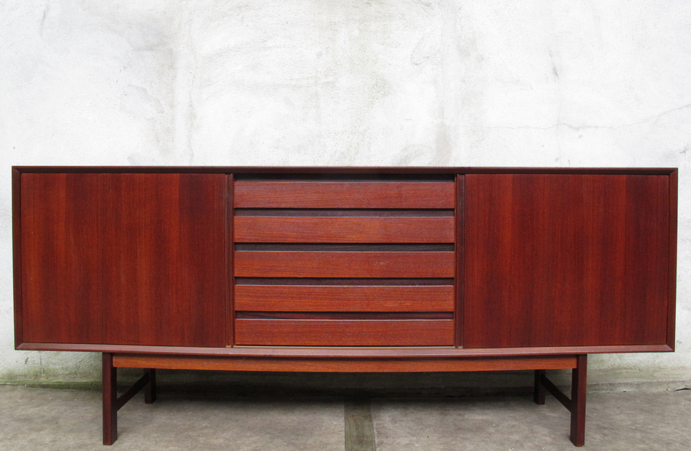 SWEDISH MODERN TEAK CREDENZA AFTER NILS JONSSON FOR HUGO TROEDS