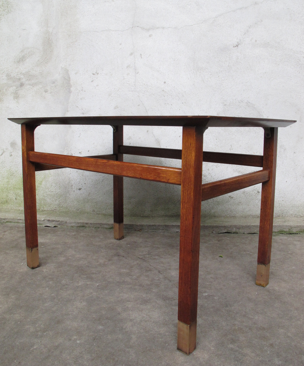 MID CENTURY HARVEY PROBBER STYLE WALNUT SIDE TABLE
