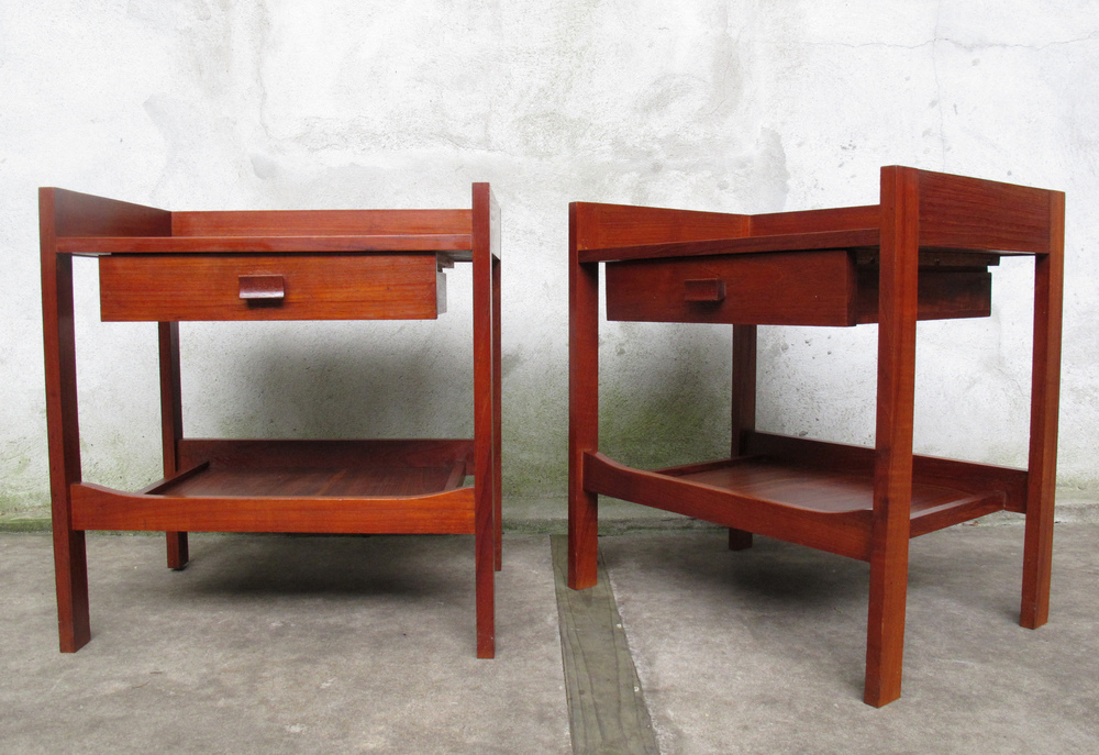 PAIR OF DANISH MODERN STYLE NIGHTSTANDS