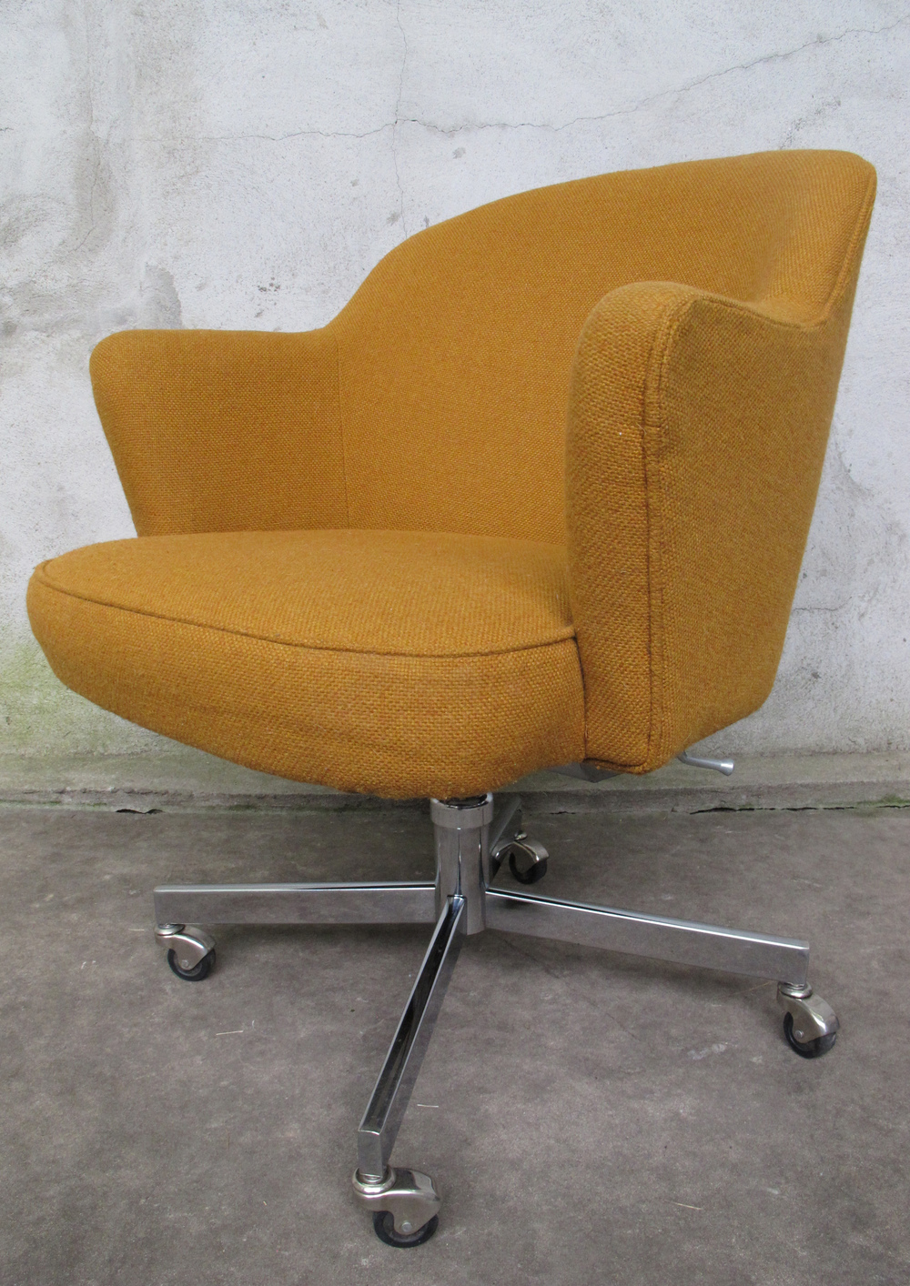 MID CENTURY SAARINEN STYLE OFFICE CHAIR BY PATRICIAN