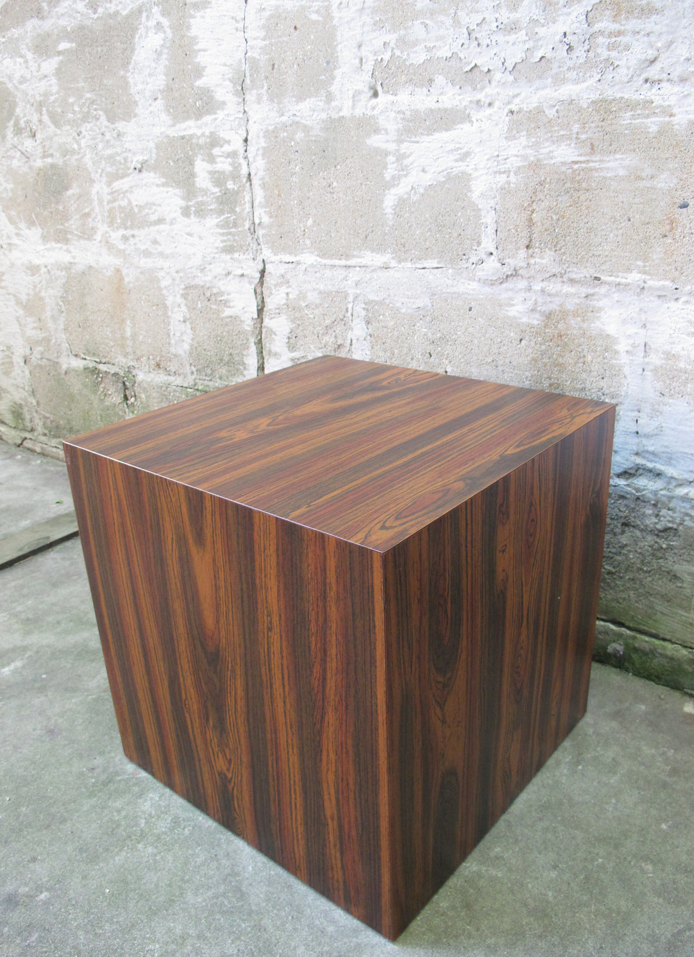 MID CENTURY MODERN ROSEWOOD CUBE / SIDE TABLE