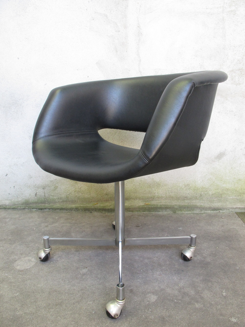 MID CENTURY ARTIFORT OFFICE ARMCHAIR BY GEOFFREY HARCOURT