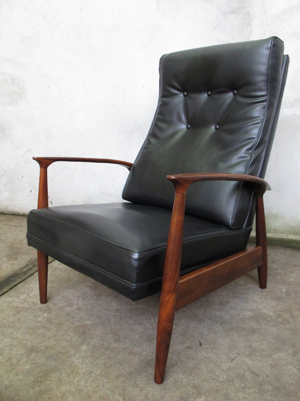 MID CENTURY MILO BAUGHMAN RECLINING LOUNGE CHAIR BY THAYER COGGIN FROM 1966