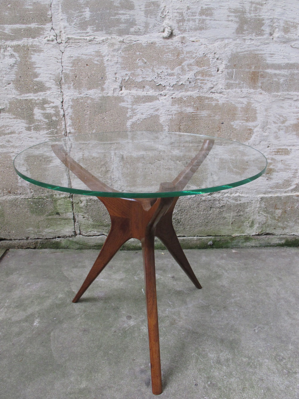 KAGAN STYLE MID CENTURY WALNUT & GLASS SIDE TABLE