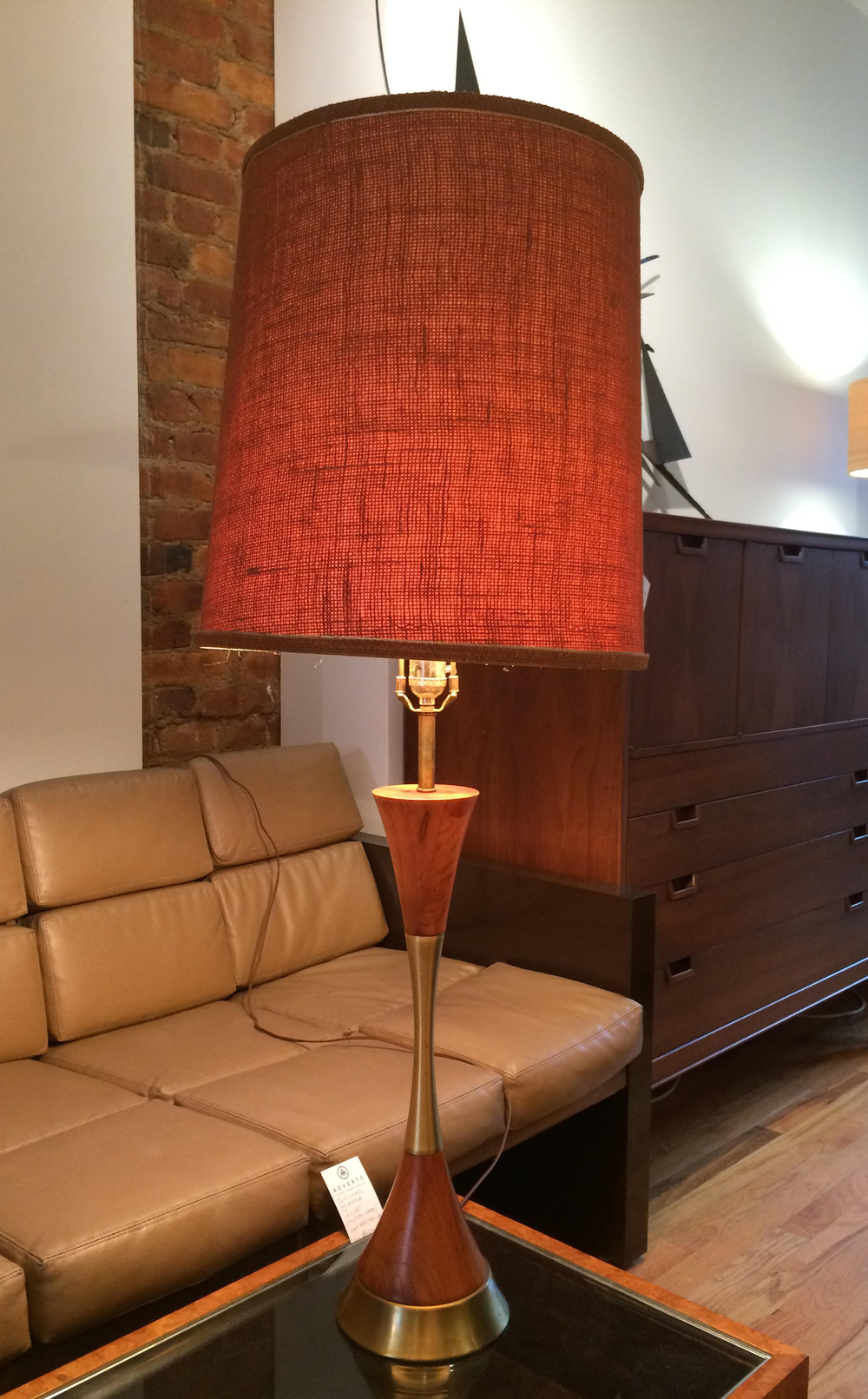 MID CENTURY WOOD & BRASS LAMP WITH BURLAP SHADE