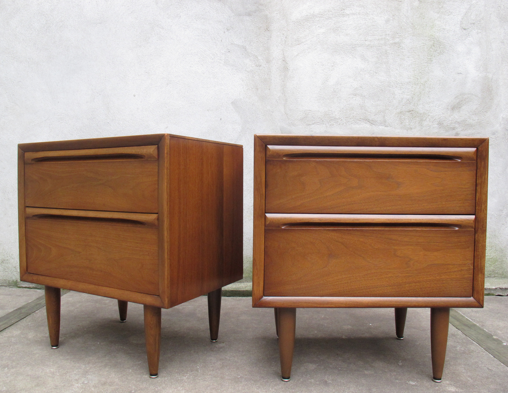 MID CENTURY WALNUT NIGHTSTANDS