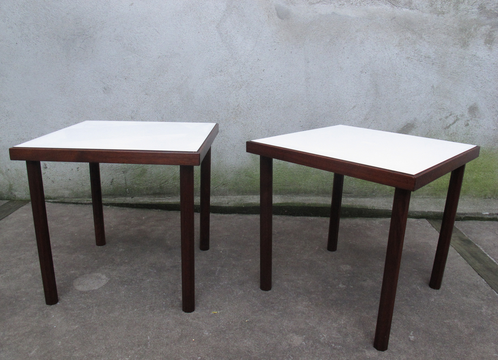 PAIR OF MID CENTURY WALNUT SIDE TABLES AFTER RISOM
