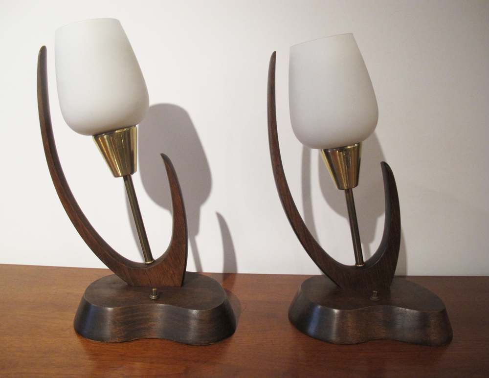 MID CENTURY SCULPTED WOOD AND BRASS TULIP TABLE LAMPS