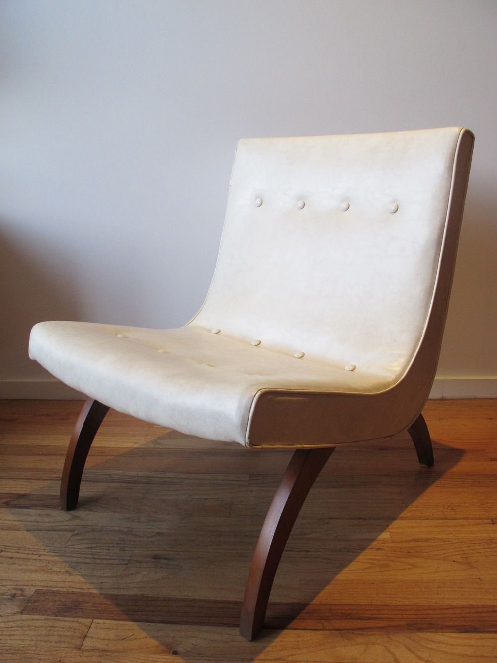 MID CENTURY SCOOP CHAIR ATTRIBUTED TO MILO BAUGHMAN