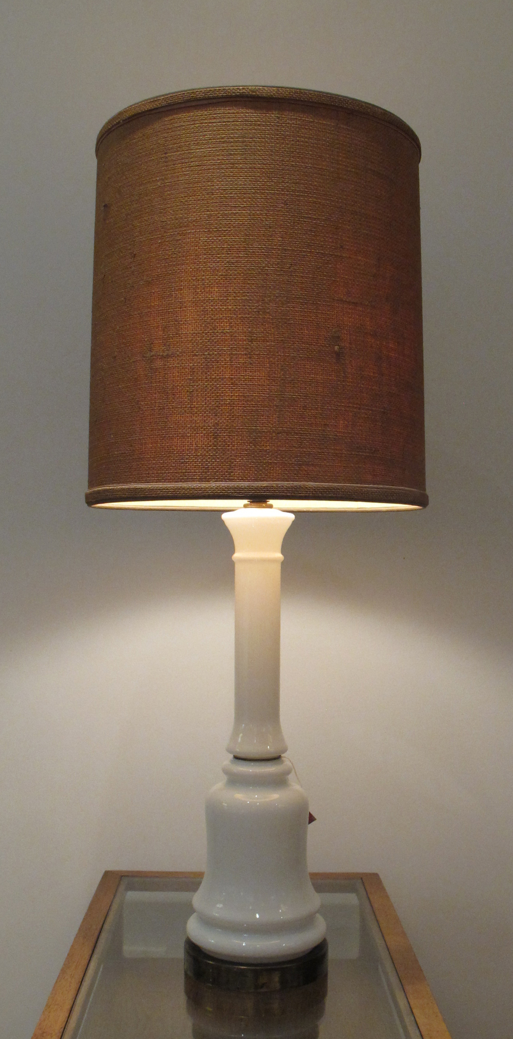 MID CENTURY WHITE GLASS & BRASS LAMP WITH BURLAP SHADE