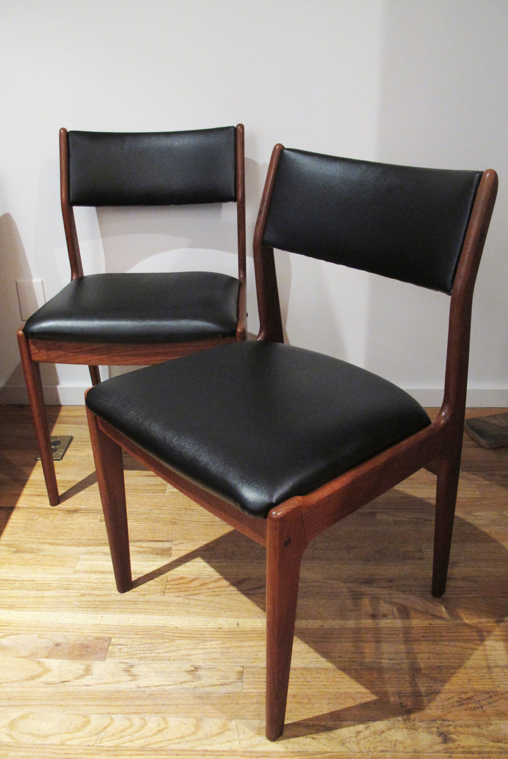 PAIR OF DANISH MODERN TEAK DINING SIDE CHAIRS