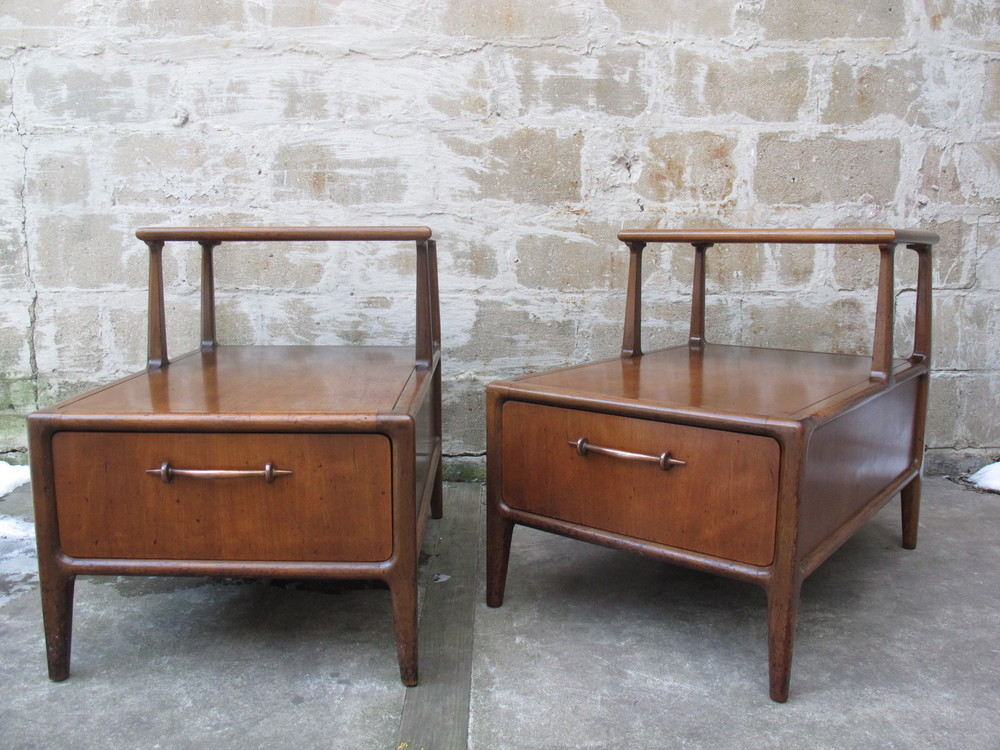 PAIR OF MID CENTURY END TABLES BY HERITAGE HENREDON