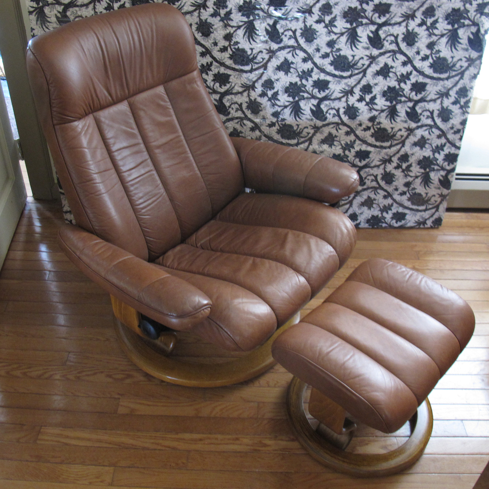 NORWEGIAN EKORNES STRESSLESS PLUS LEATHER CHAIR WITH OTTOMAN