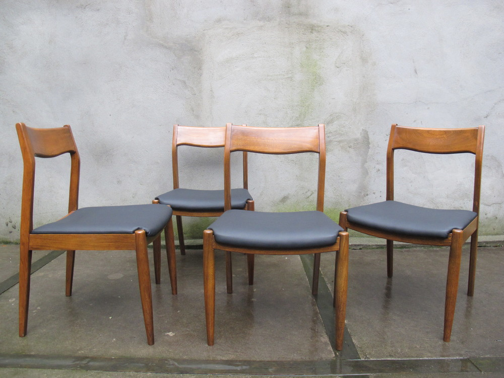 DANISH MODERN DINING CHAIRS AFTER ARNE VODDER