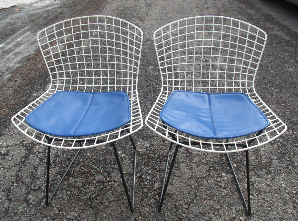 PAIR OF MID CENTURY HARRY BERTOIA WIRE SIDE CHAIRS FOR KNOLL